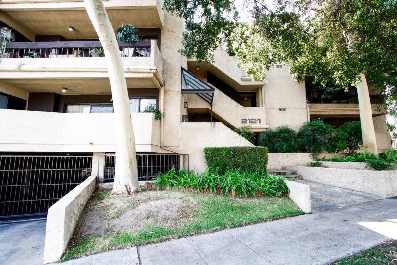 The building at 2121 Scott Rd in Burbank California