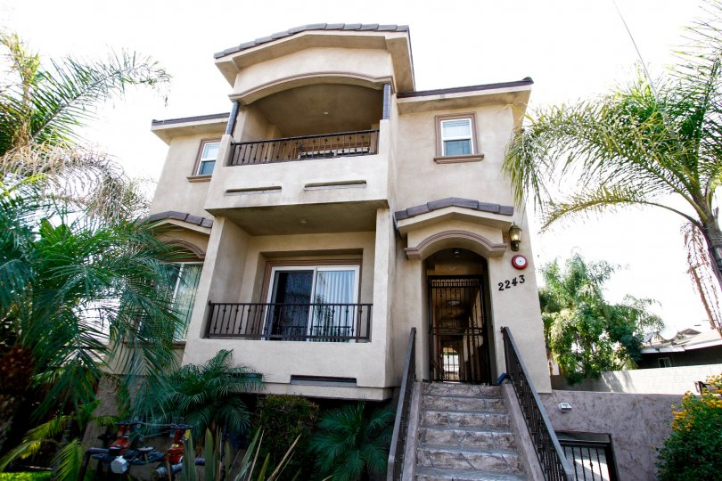 The balconies at 2243 N Buena Vista St in Burbank California