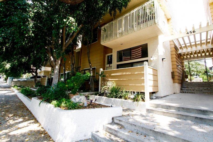 The balconies at 456 E San Jose Ave in Burbank California