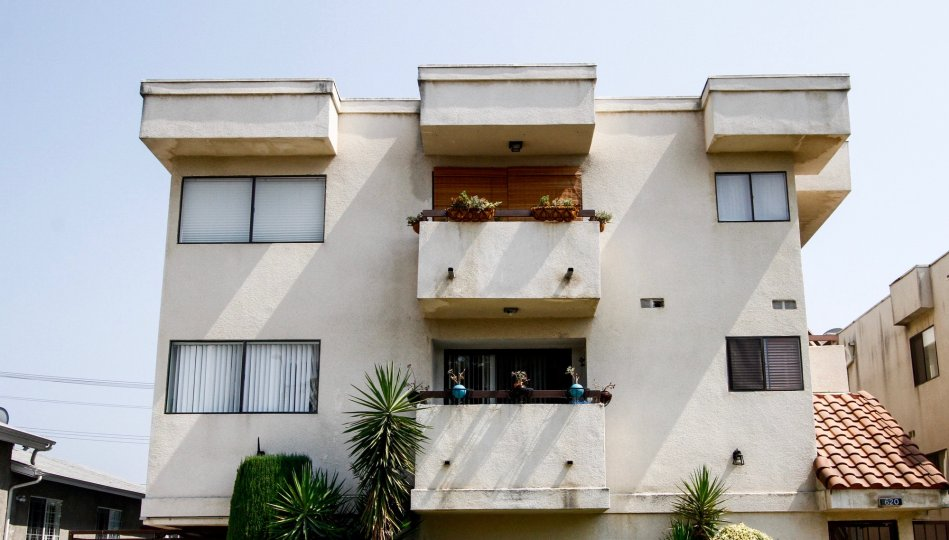 The balconies at 620 E Harvard Rd in Burbank California