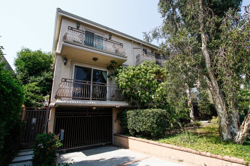 The balconies at 721 E Cypress Ave in Burbank California