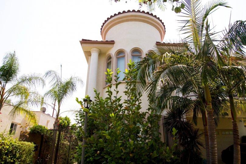 The building at 726 E Santa Anita Ave