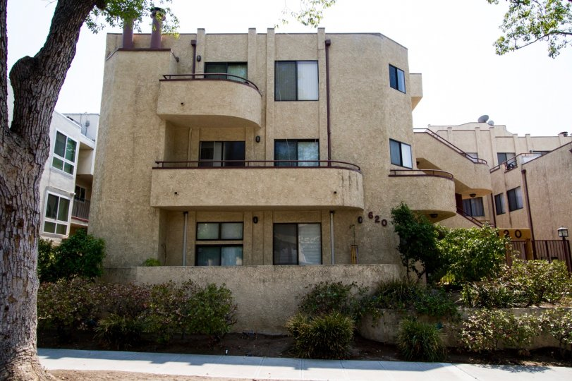 The Angeleno Townhomes building in Burbank California