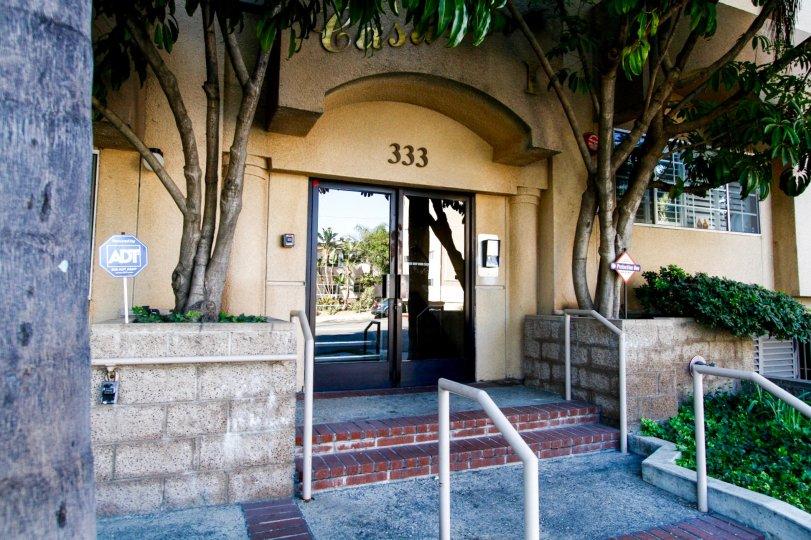 The entrance into Casa Eva I in Burbank California