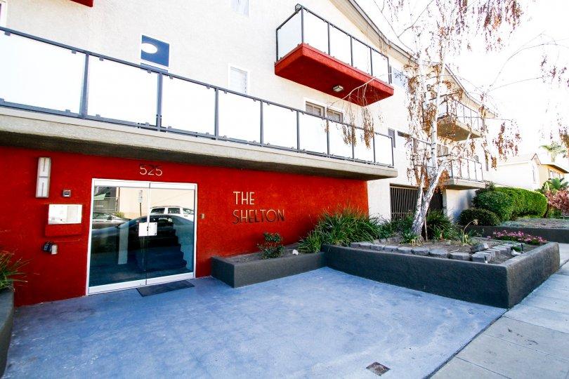 The entryway into Shelton Manor in Burbank California