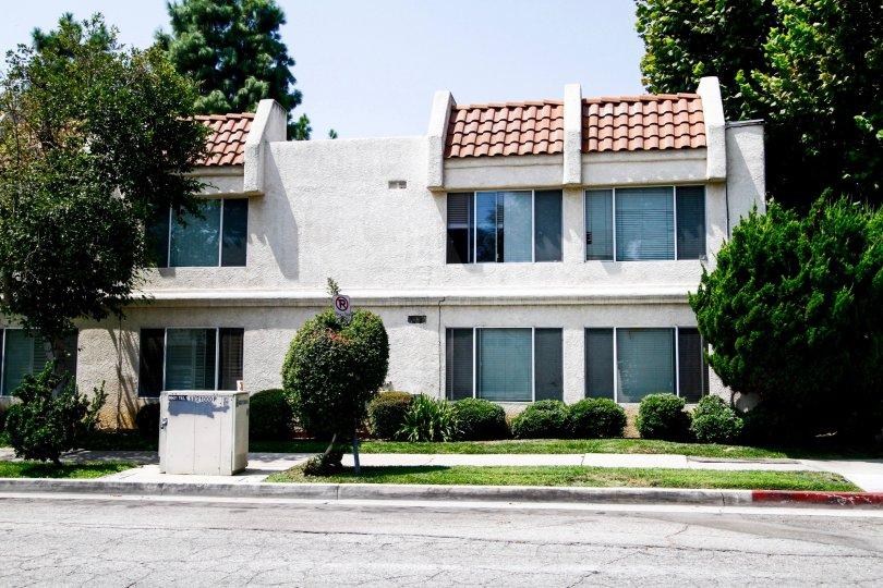 The building at 21000 Parthenia St in Canoga Park California