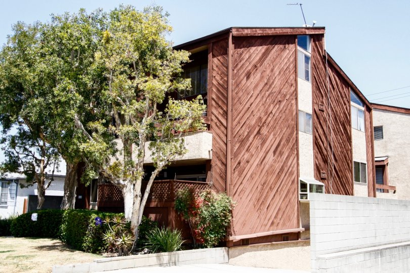 The building at 4144 Duquesne Ave in Culver City