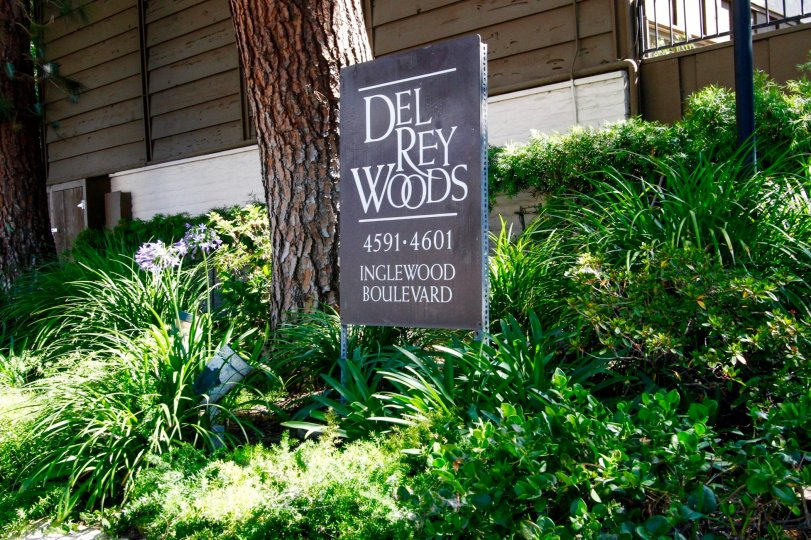 The sign annoucing Del Rey Woods in Culver City