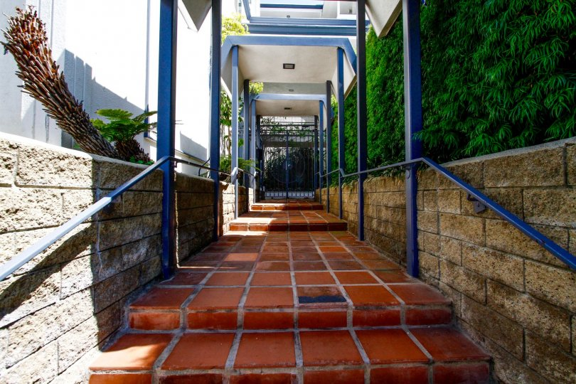The walkway into La Fontaine in Culver City