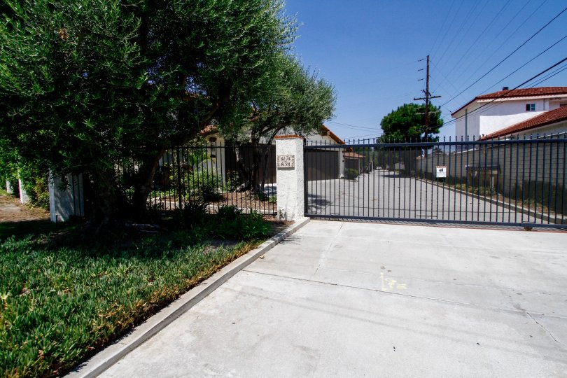 The gated entrance into Rancho Higuera in Culver City