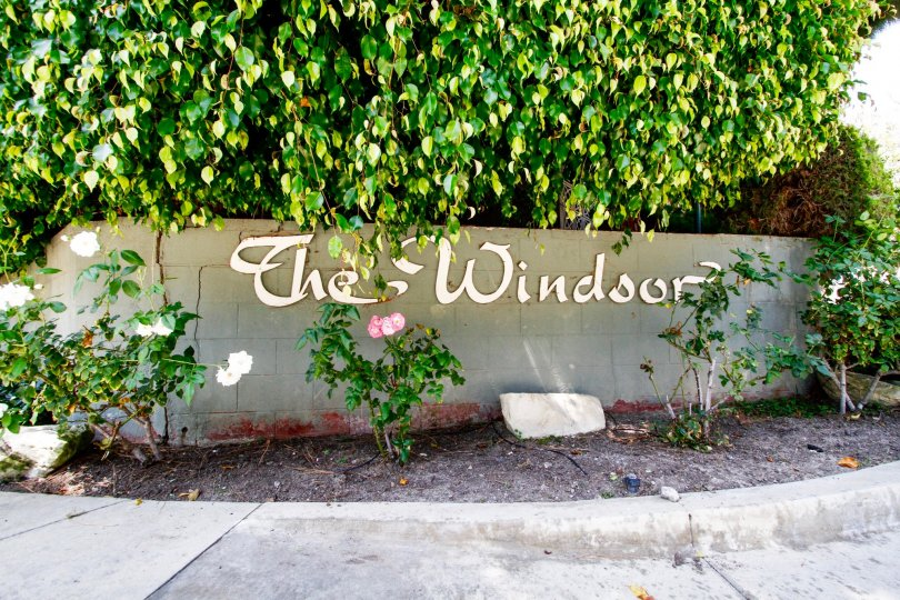 The welcoming sign upon entering into Windsor Estates in Culver City