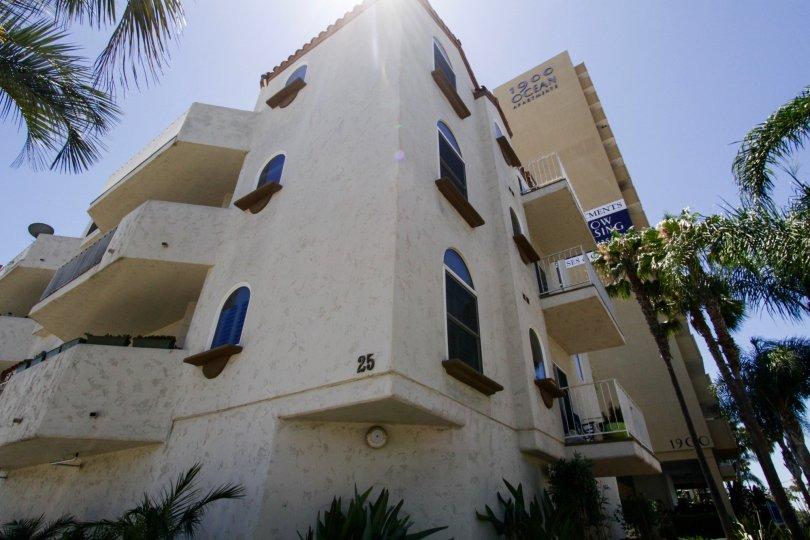 Corner building view of Palacio Del Mar
