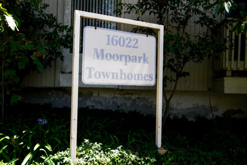 The sign showcasing the property at 16022 Moorpark St in Encino