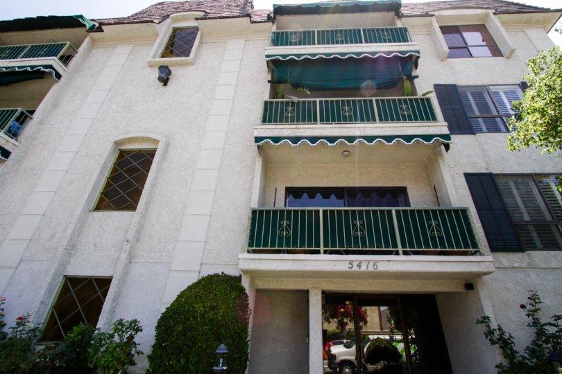 View of balconies at 5416 Zelzah Ave in Encino