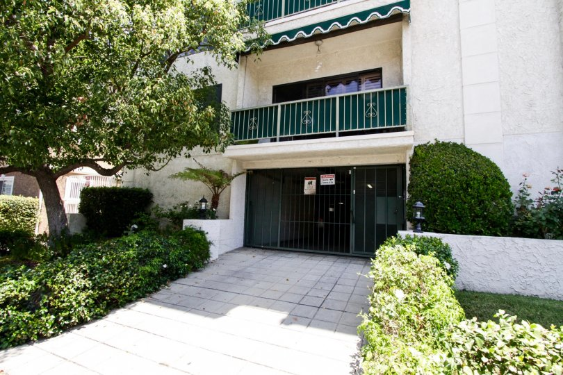 The private parking garage for 5416 Zelzah Ave in Encino