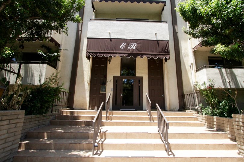 The stone stairs leading to the entrance of the Encino Regency in Encino