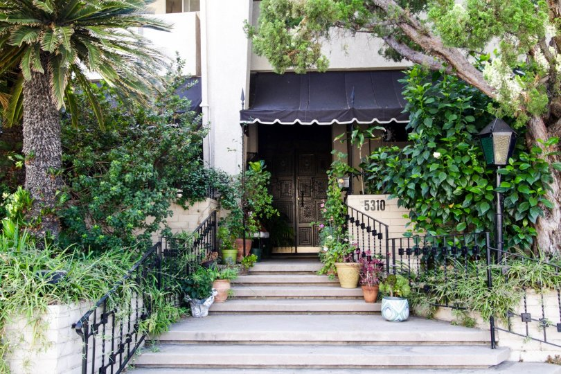 A well landscaped stairway entrance within the Encino Spa grounds