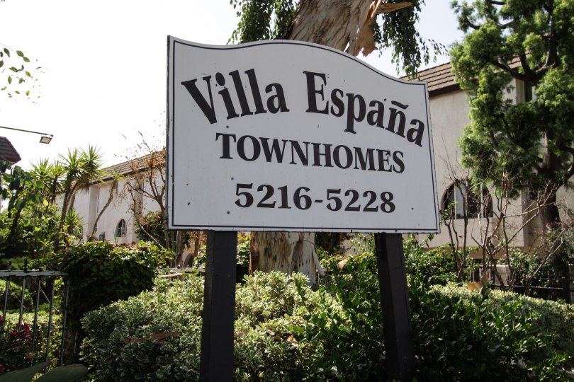 The sign pointing to the Villa Espana in Encino