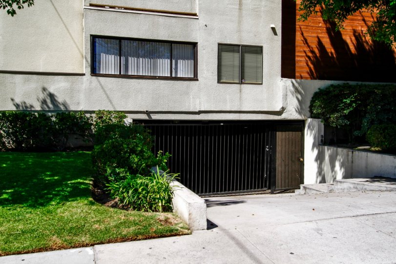 The parking for 1229 E Wilson Ave