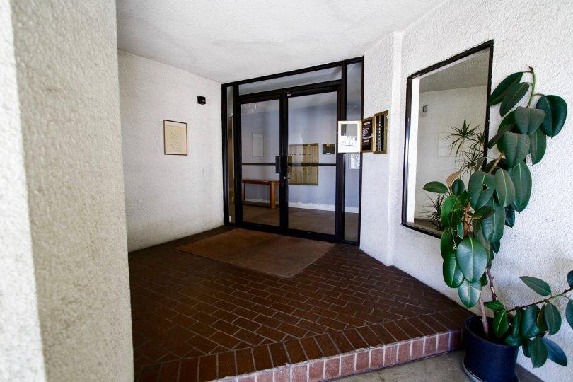 The entrance into 1229 E Wilson Ave