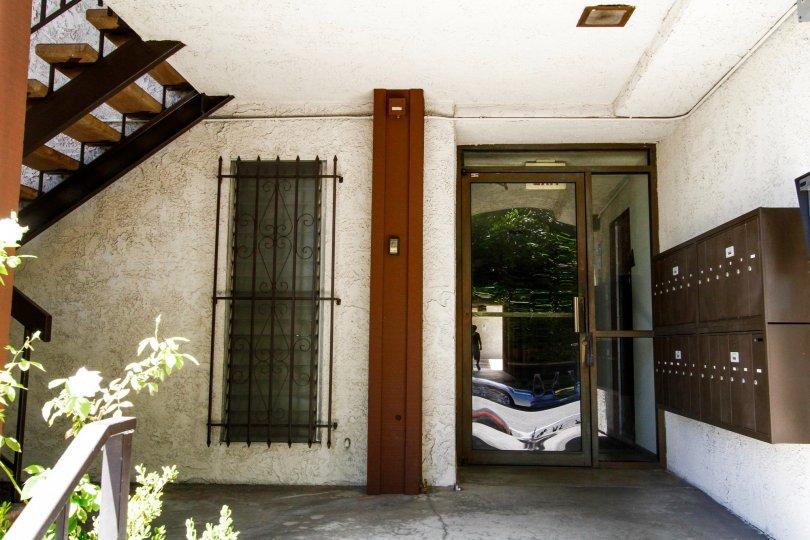 The entrance into 1485 E Wilson Ave