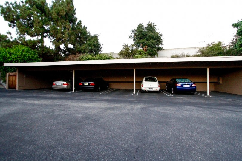 The parking for 431 W Lexington Dr in Glendale California