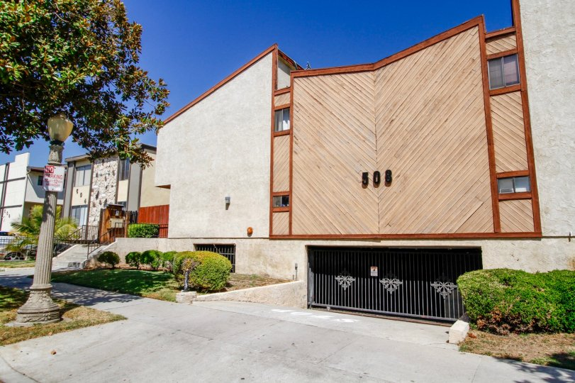 The building at 508 Porter St in Glendale California