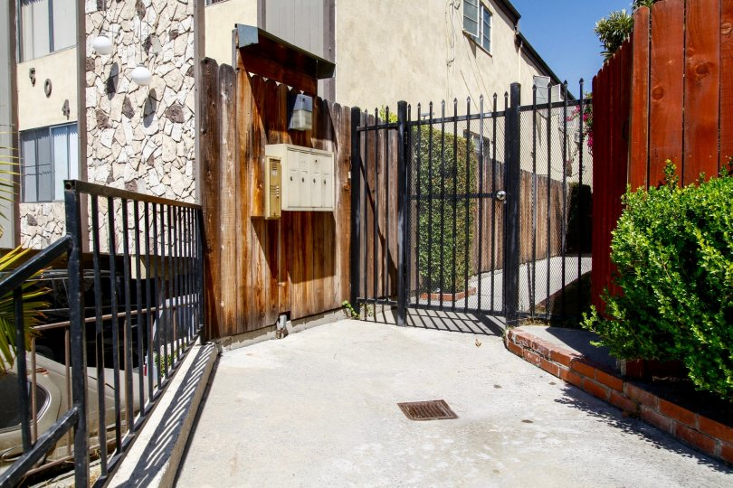 The gate into 508 Porter St