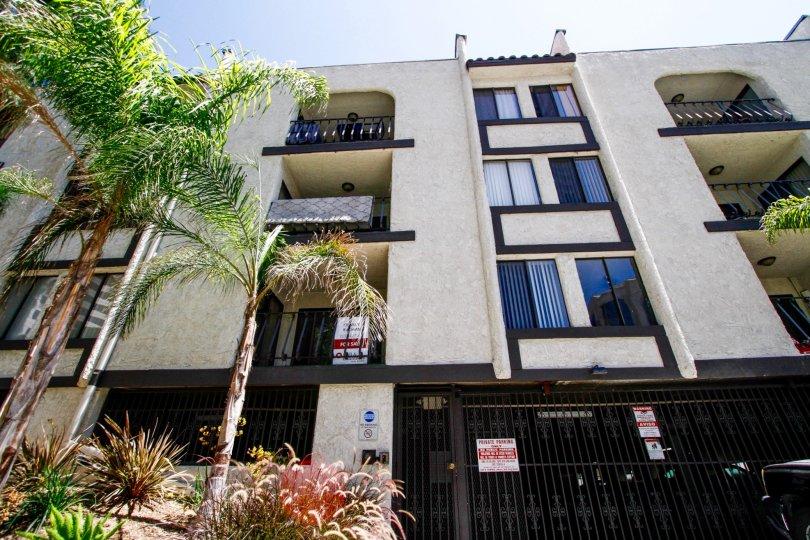 The El Patio De La Vista building in Glendale California