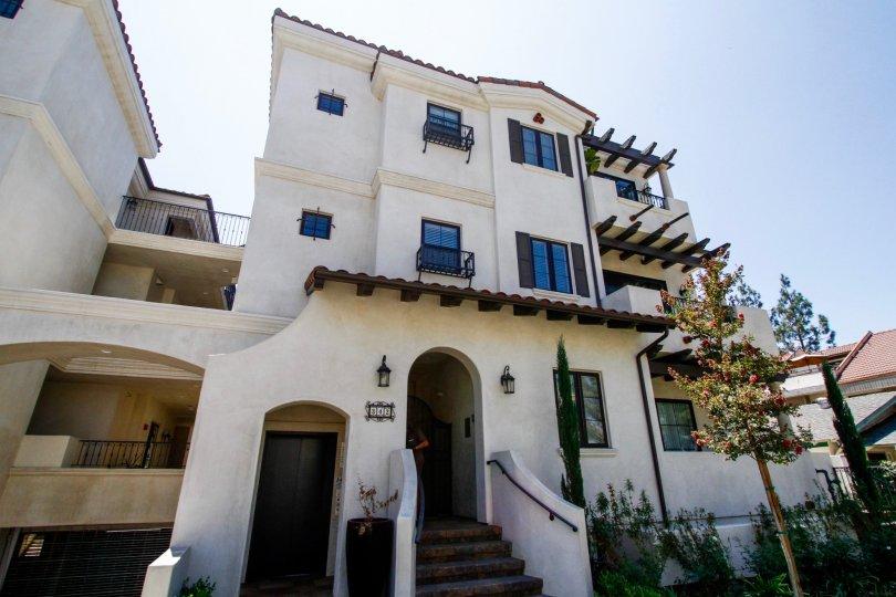 The entrance into Myrtle Villas in Glendale California