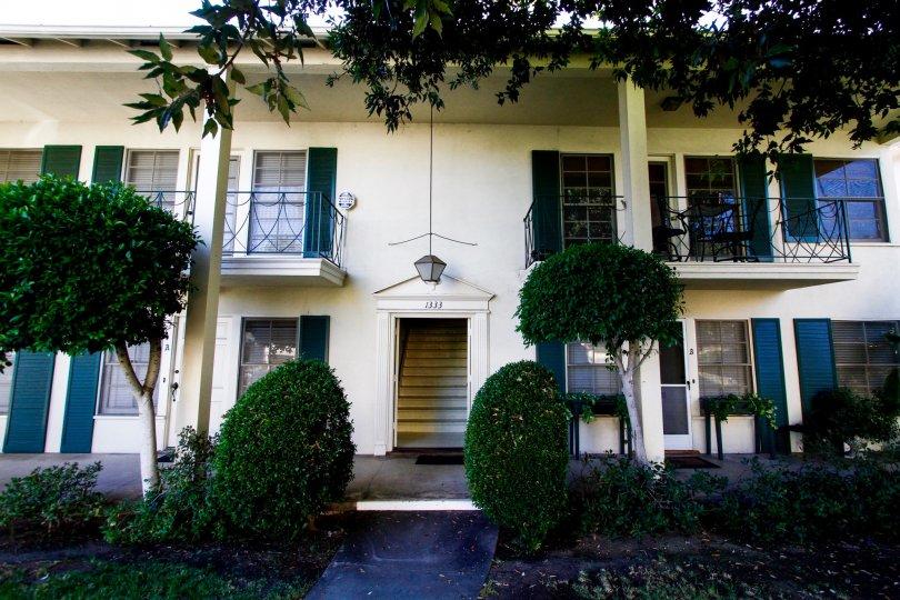 The entrance into Oakmont Manor in Glendale California