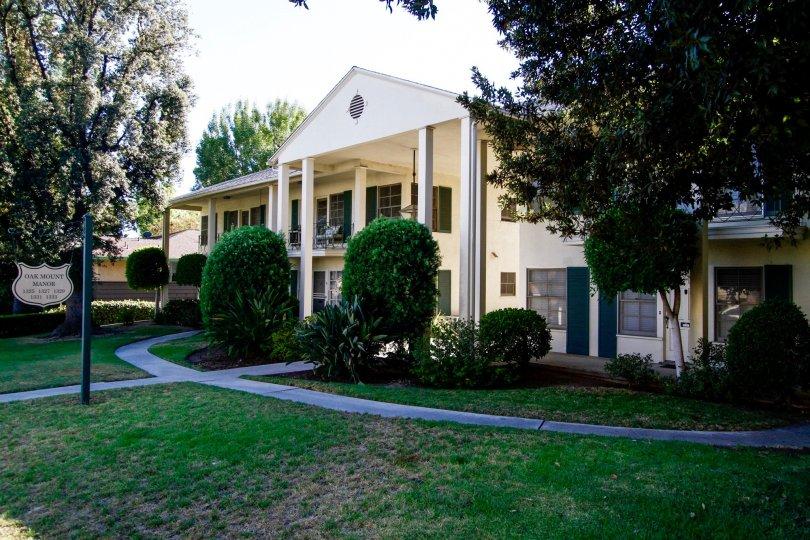 The Oakmont Manor building in Glendale California