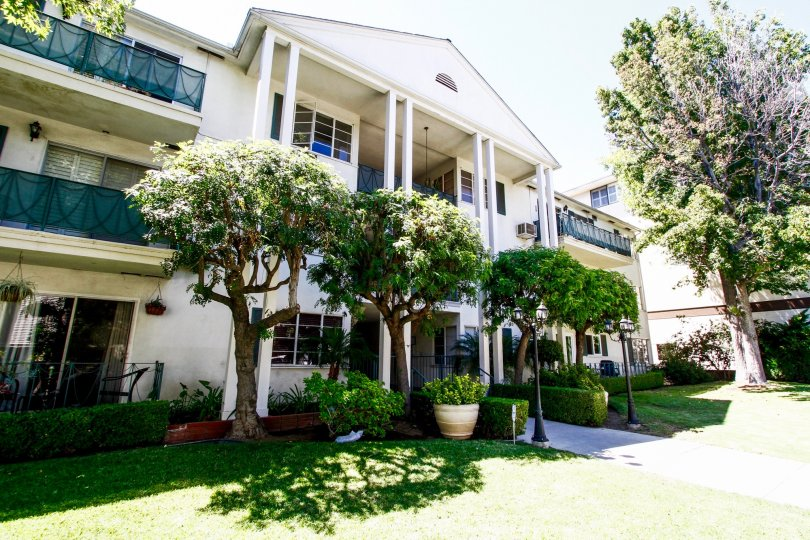 The Rossmont building in Glendale California
