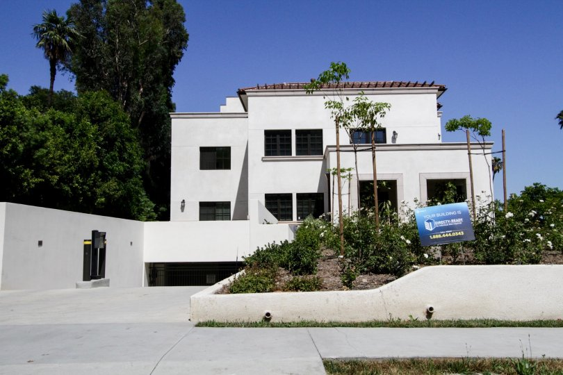 The building at 4661 Wilshire