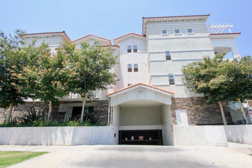 Elmwood Villa's palatial buildings, hancook park, california