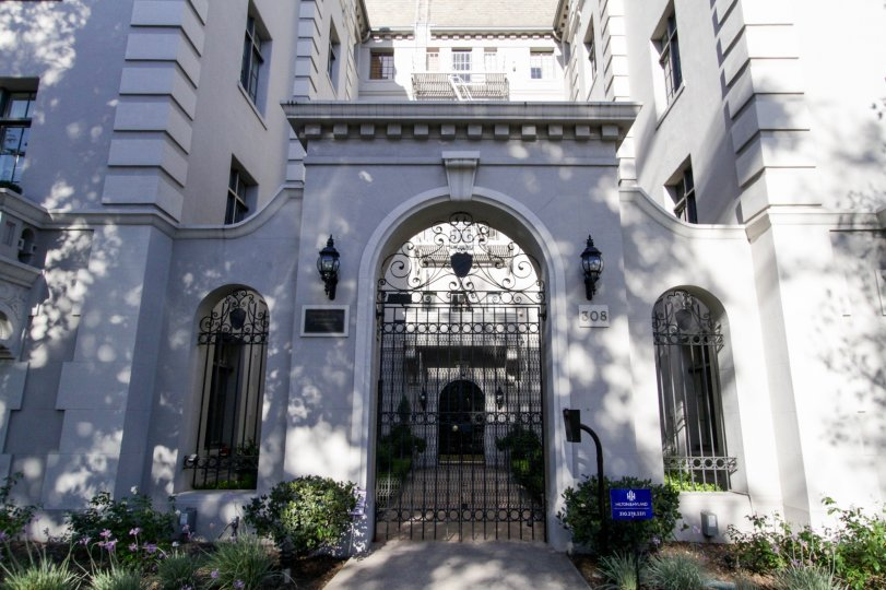 The entrance into Faubourg St Denis in Hancock Park