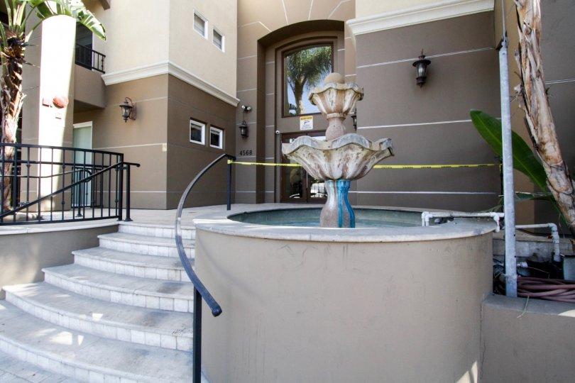 The fountaing in front of the Villa Del Capri