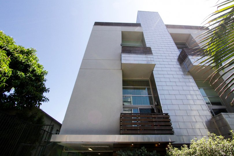 Hollywood Lofts is a multistory building in Hollywood California