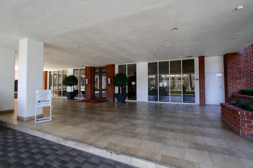 A covered entry plaza to Hollywood Versailles Tower with a porte cochere