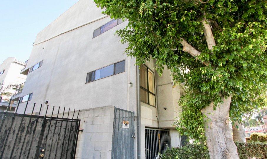 The view of La Mirada Condominiums in Hollywood, California
