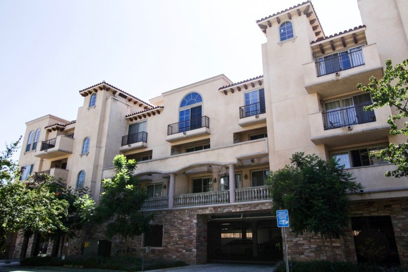 Villa La Pietra is a large multistory condo building in Hollywood