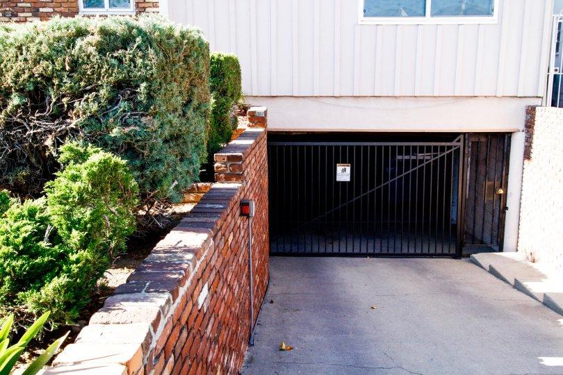 The parking for 919 E La Palma Dr