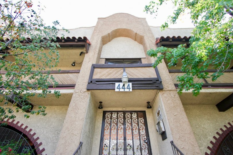The building in Hancock townhomes of koreatown has the beautiful and unique entrance design.