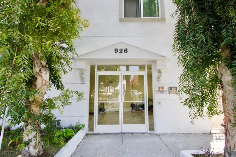A white building in Manhattan Villa community of Koreatown, California