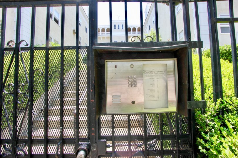 A holiday of the college in the Miramonte Terrace with the gate is closed