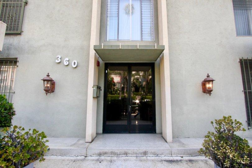 Entrance to 360 Montclair Kenmore, Koreatown, California