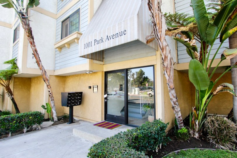 The entrance into 1001 Park Avenue in Long Beach, California