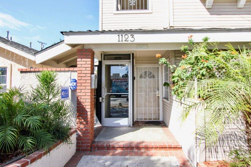 The entrance into 1123 Junipero Ave in Long Beach, California