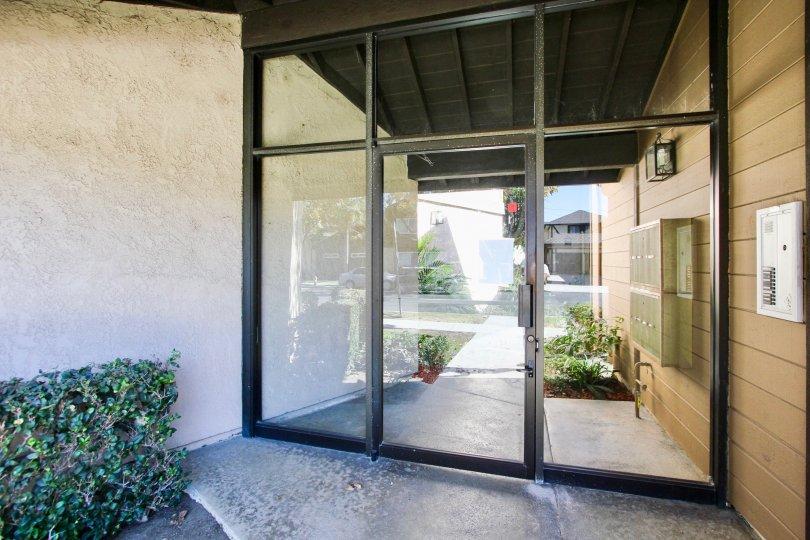 The entrance into 1630 Park Ave in Long Beach, California