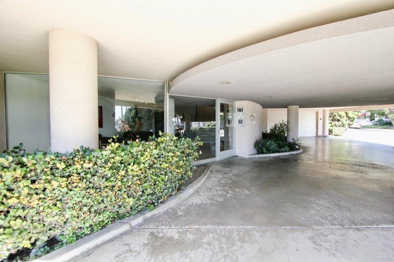 The entrance into 3819 E Livingston Dr